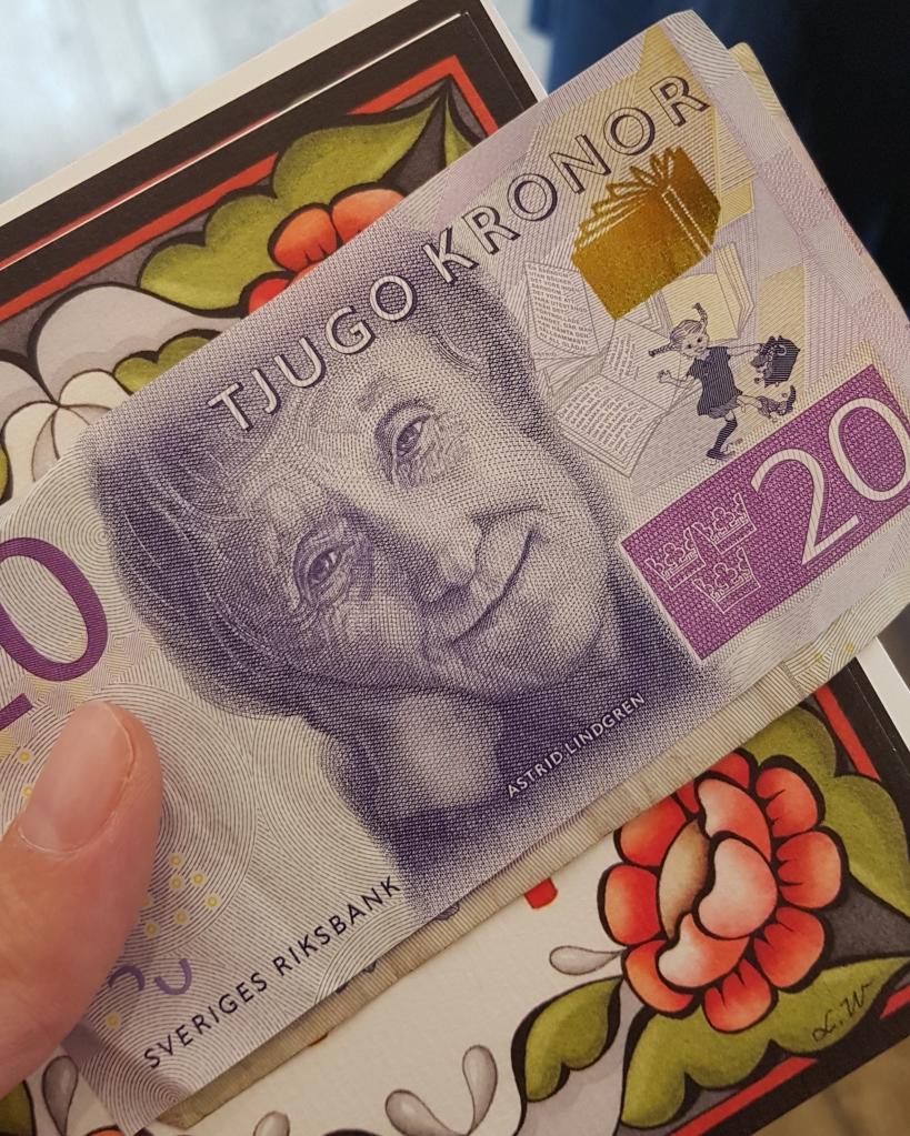 Billet de 20 couronnes suédoises. Article quel budget pour un voyage en Suède, en Scandinavie ou en Laponie. Taux de conversion couronnes suédoises euro.